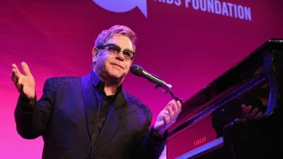 Visszavonták az Elton John elleni szexuális zaklatásról szóló vádakat