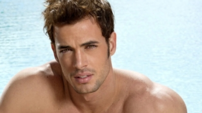 William Levy is vetkőzik