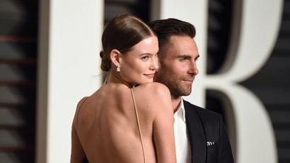 Wow! Adam Levine felesége most először megmutatta esküvői ruháját