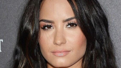 Wow! Demi Lovato extrarövid hajat vágatott