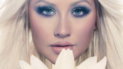 Christina Aguilera újjászületése Lotus formájában