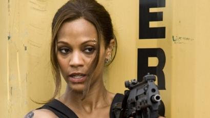 Zoe Saldana imádja a fegyvereket