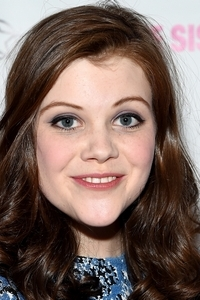 Photo of Georgie Henley and her 2017 delicate make up style, products & tips
