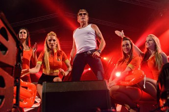 Celebrate the 80's & 90's with the Hoff