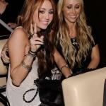 Miley és annya.jpg