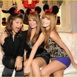 Bella-Thorne-Zendaya-Coleman-And-Debby-Ryan-At-The-Minnie-Mouse-Muse-Collection-Launch-At-Forever-21-bella-avery-thorne-17067802-1222-918_large.jpg