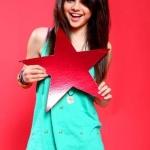Selena-Gomez-selena-gomez-387918_333_500.jpg