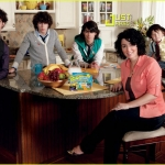 jonas-brothers-commercial-breakfast[1].jpg