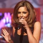 Cheryl énekel