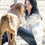 Selena és a kutyája.jpg
