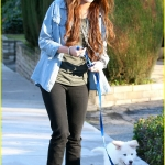miley-cyrus-mate-walk-02.jpg