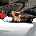 Bieber új kocsija-Mellette az a Sean Kinghston vagykiatököm xD