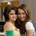 Selena and miley.jpg