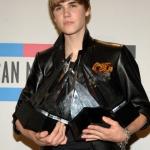 Justin+Bieber+2010+American+Music+Awards+Press+ayGVMcN2Vaol.jpg