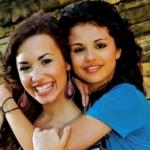 Demi_Lovato_with_Selena_G_48d4219d32c4a.jpg
