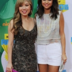 Selena-Gomez-and-Jennette-McCurdy-arrivesat-the-Nickelodeon-Kids-Choice-Awards-in-Los-Angeles.jpg