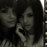 Selena&Demi.jpg