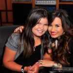 Demi-Live-Chat-at-Cambio-Studios-July-21-2011-demi-lovato-23943224-594-396.jpg