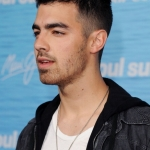 Joe-Jonas-2011-the-jonas-brothers-20614389-437-594.jpg