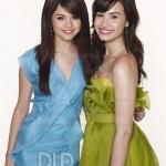 Selena-and-demi-selena-gomez-and-demi-lovato-12266438-487-650.jpg