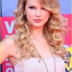 828_taylor-swift-strapless-party-dress-mtv-video-music-awards-red-carpet-1650846096.jpg