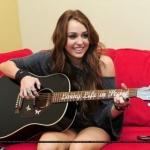 MILEY gitar.JPG