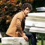 nick_jonas_with_piano.jpg