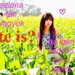 Selena-Gomez-Hit-The-Lights-teen-idols-27023628-500-449.jpg