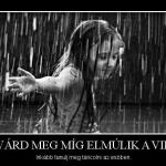 a boldogsághoz az esőben is  tudni kell boldognak lenni