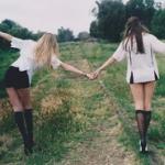 fashion-friends-girls-green-488134.jpg