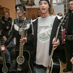 Tom-Kaulitz-guitar-17809593-401-500.jpg