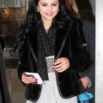 Selena+Gomez+Selena+Gomez+Shops+Madison+Ave+vdiwzBIComnl.jpg