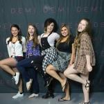 Ha Demi olyan messze lakna mint amilyen hülye sohasem éren haza XD