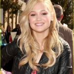 olivia-holt-kids-choice-awards-2013-red-carpet-04.jpg