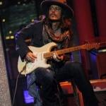 52671.johnny_depp_guitar.w.jpg