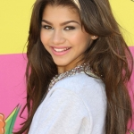 zendaya-coleman-26th-annual-kids-choice-awards-07.jpg