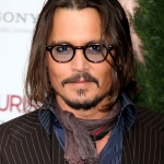 johnny_depp_glasses_scarf_tour.jpg