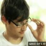 León a szemüveges.jpg