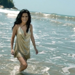 inna in sea beach hd wallpapers download.jpg