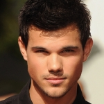 Taylor-Lautner-waited-make-his-mark-Walk-Fame.jpg