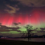 800px-Red_and_green_auroras.jpg