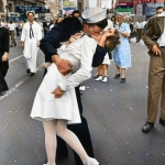 love-times-square-kiss