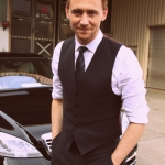 Tom-Hiddleston-tom-hiddleston-30663893-500-750.jpg
